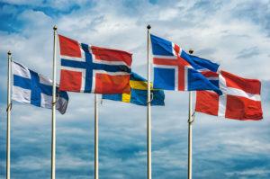 Flaggene til Finland, Sverige, Norge, Island og Danmark blafrer i vinden